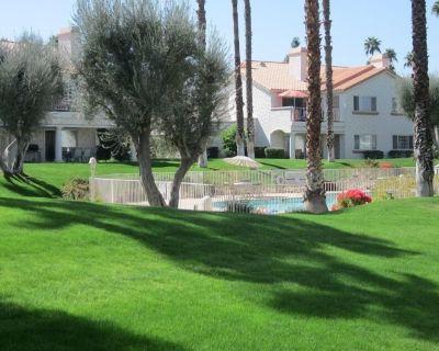 Rare poolside SINGLE LEVEL, sleeps 7, Smart HDTV's in all rooms! Cal King beds - Palm Desert