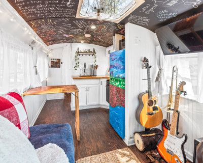 Charmingly Unique Tiny Home With Natural Light. Perfect For Production, Photo, & Content Creators., SNELLVILLE, GA