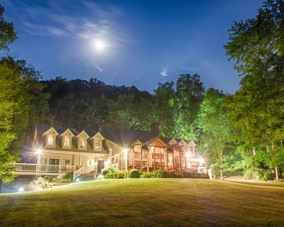 Private 6 Bedroom Luxury Lake-House Property - Dawsonville