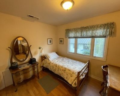 Palo Alto Central Location- Furnished Bedroom For Female Occupant