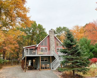 Lake View Chalet, Steps from Beach, Newly Renovate - Briar Crest Woods