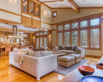 Luxurious riverfront retreat w/private gym & hot tub-up to two dogs are welcome! - Hailey