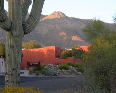 Dog friendly Foothills condo w/ stunning mountain views - Catalina Foothills