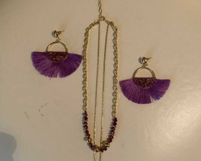 Pretty necklace & feather fringe earrings set, 10 long. Zoom in to see color.