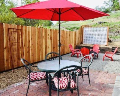 3 Kings On Pacific *Walk to Downtown *Pet Friendly *Long term stays Welcome - Paso Robles