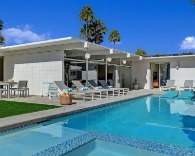 ORIGINAL MEISELMAN! 3 bed, 2 bath with a pool and spa in Sunrise Park - Palm Springs