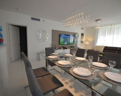 Luxury Remodeled, 3BR, Amenities, Gated Complex, Perfect Location - Aventura
