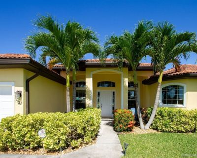 Paradise Palms - Luxury Home in SW Cape Coral - with Bikes - Kayaks - Foosball table - Pelican