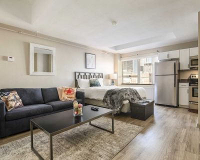 TWO Cozystays Modern Downtown Apartment - Downtown Louisville