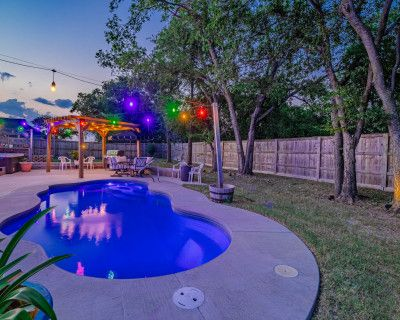 Bell's Boho Backyard W. Pool, Hot Tub, Boards, Axe Throwing, Cooking, Shade w/ Mister, & Firepits..., Haslet, TX