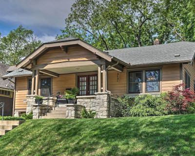 Bungalow w/ Patio < Mile to Jacob L. Loose Park! - Country Club Plaza
