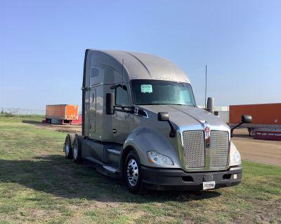 2018 KENWORTH T680 Day Cab Trucks Truck