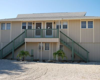 Ready For Great Family Beach Fun With Beach Access 1 Block Away! - Fort Myers Beach