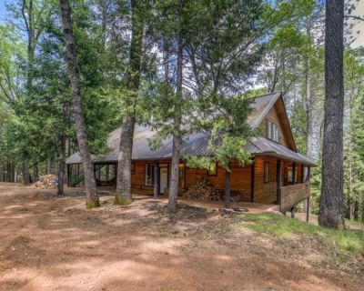 Bear Creek Lodge, 3000 sq ft 3 story home on Secluded 150 acres - Georgetown