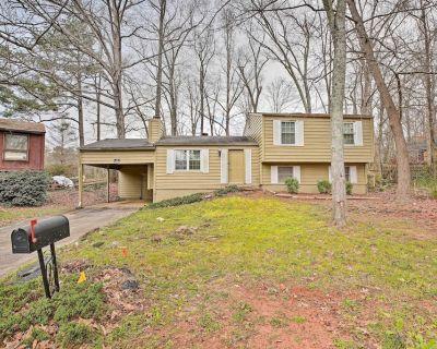 NEW! Quiet & Convenient Home; 6 Mi to Stone Mtn! - Stone Mountain