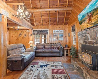 KABINO: New! Clean~Yellowstone~Fishing~Trails~Fire Pit~Free WIFI~ATV/Sled/Snow Friendly - Island Park