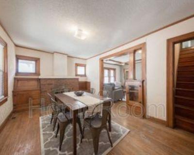 4637 Wyoming St, Kansas City, MO 64112 1 Bedroom Condo