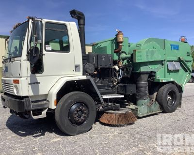 2005 Tymco 600 AIR SWEEPER on 2006 Freightliner HC80 Sweeper Truck