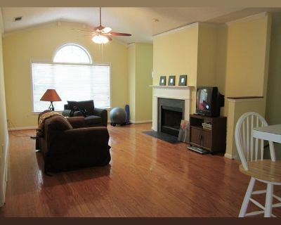Room for rent in Spring Heights Lane, Smyrna - Smyrna Condo - All Utilities Included!!!