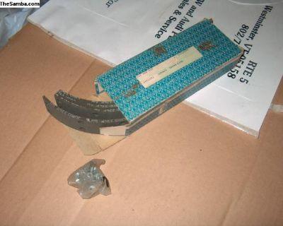 Brake shoe linings w/rivets