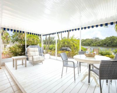 The Siesta Key Bungalows, Water-view, King unit, with Pool and Private Patio - Siesta Key