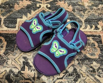 The Children s Place Girls Water Shoes size 4/5