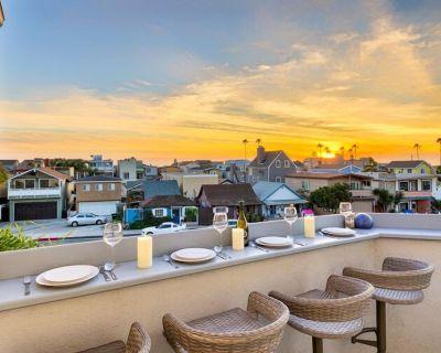 Luxury Town Home, Prime Location, Walk to Beach, Pier + Dining - Balboa Peninsula
