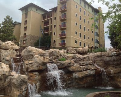 Enjoy a little slice of luxury in this beautiful one bedroom condo. - Pigeon Forge