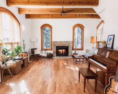 Majestic Stone Farmhouse- Minutes to Boulder - Boulder County
