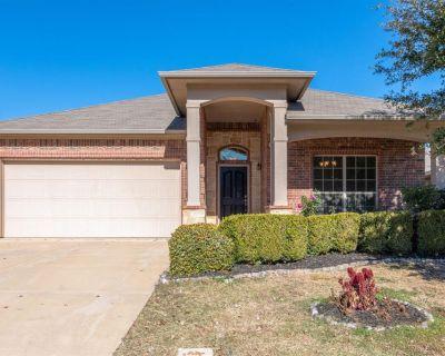 1441 Castlegar Ln, Fort Worth, TX 76247