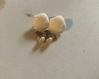 2 pairs vintage clip on and screw on earrings