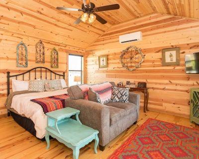 Zac's Cabin   Hot Tub   Water Access - Fredericksburg