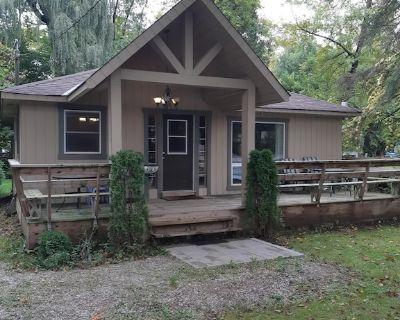 Entire Lovely Cottage by Lake Simcoe - Big Bay Point