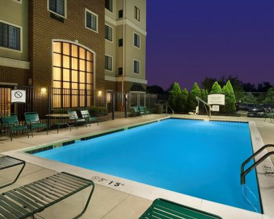 Staybridge King Suite | Free Breakfast, Pool, Gym. Near BWI Airport! - Linthicum Heights