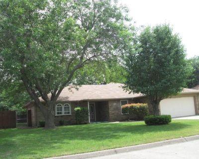 218 Meadowbrook Ln, Keller, TX 76248