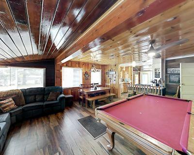 Happy Place | Game Room & Alfresco Dining | Walk 2 Mins to Big Bear Village - Big Bear Lake