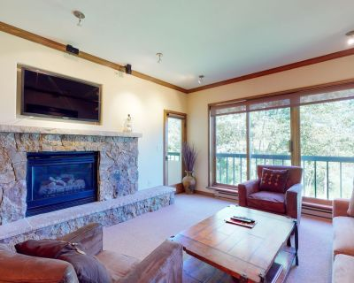 Ski-in/out corner condo w/ ski views, fireplace, W/D, WiFi & shared pool/hot tub - Beaver Creek