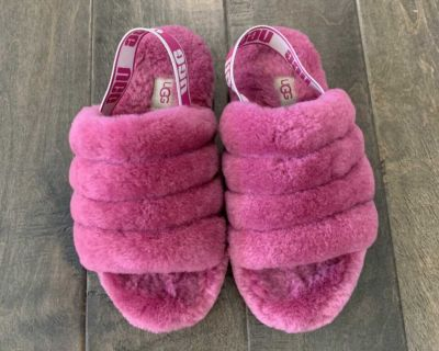 Youth Girls UGG slippers size 3