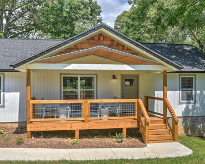 2 Minutes to downtown Weaverville! 10 Min to AVL! Great wifi! - Weaverville