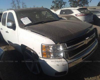 Salvage White 2007 Chevrolet Silverado 1500