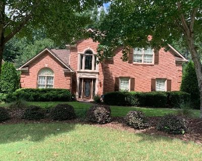 Come Find Your PERFECT PIECE at this Adorable Home in Suwanee!