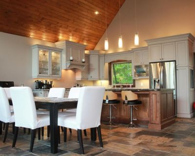 New Luxury Cottage in Muskoka that blends new finishes with a cottage feel - Severn