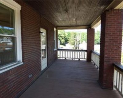 10 Vancouver Ave #2, Ingram, PA 15205 4 Bedroom Apartment