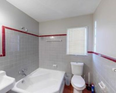 Room for Rent - a 2 minute walk to bus stop Glenw, Decatur, GA 30032 1 Bedroom House