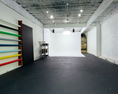Downtown Studio with Cyclorama Wall and Stunning Natural Daylight Area, Orlando, FL