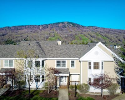 Summit View Townhouse - 1/2 mile to Mt Snow - Sleeps 10 w/ Central Air - West Dover
