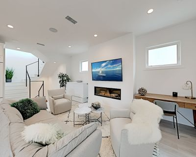 Newport Bliss & Sea Shells | 2 Upscale Retreats | Rooftop Decks & Garages - Balboa Peninsula