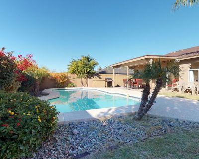Large family home w/private pool, furnished covered patio - La Paz At Desert Springs