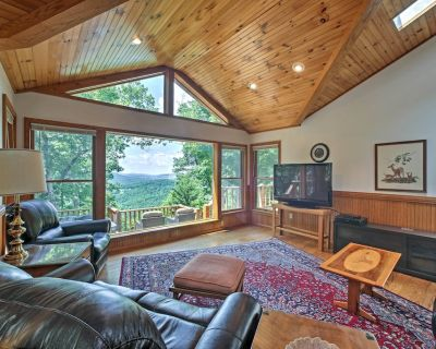 'A Scenic View Lodge' in Ozarks w/ Views & Hot Tub - Compton