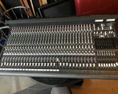 Mackie Soundboard Mixing Console Board Church School Nice 32x8x2 8-Bus Audio
